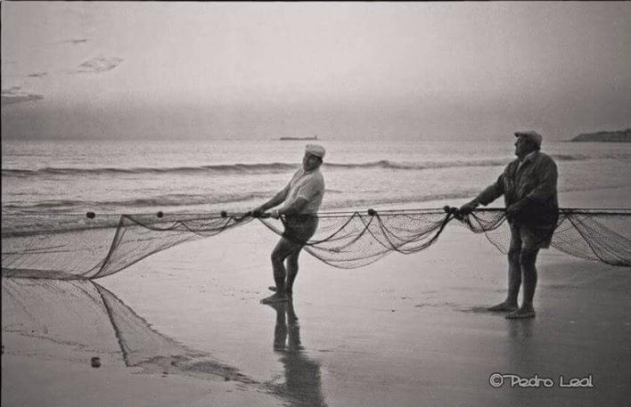 Pescadores de parpuja en La Barrosa